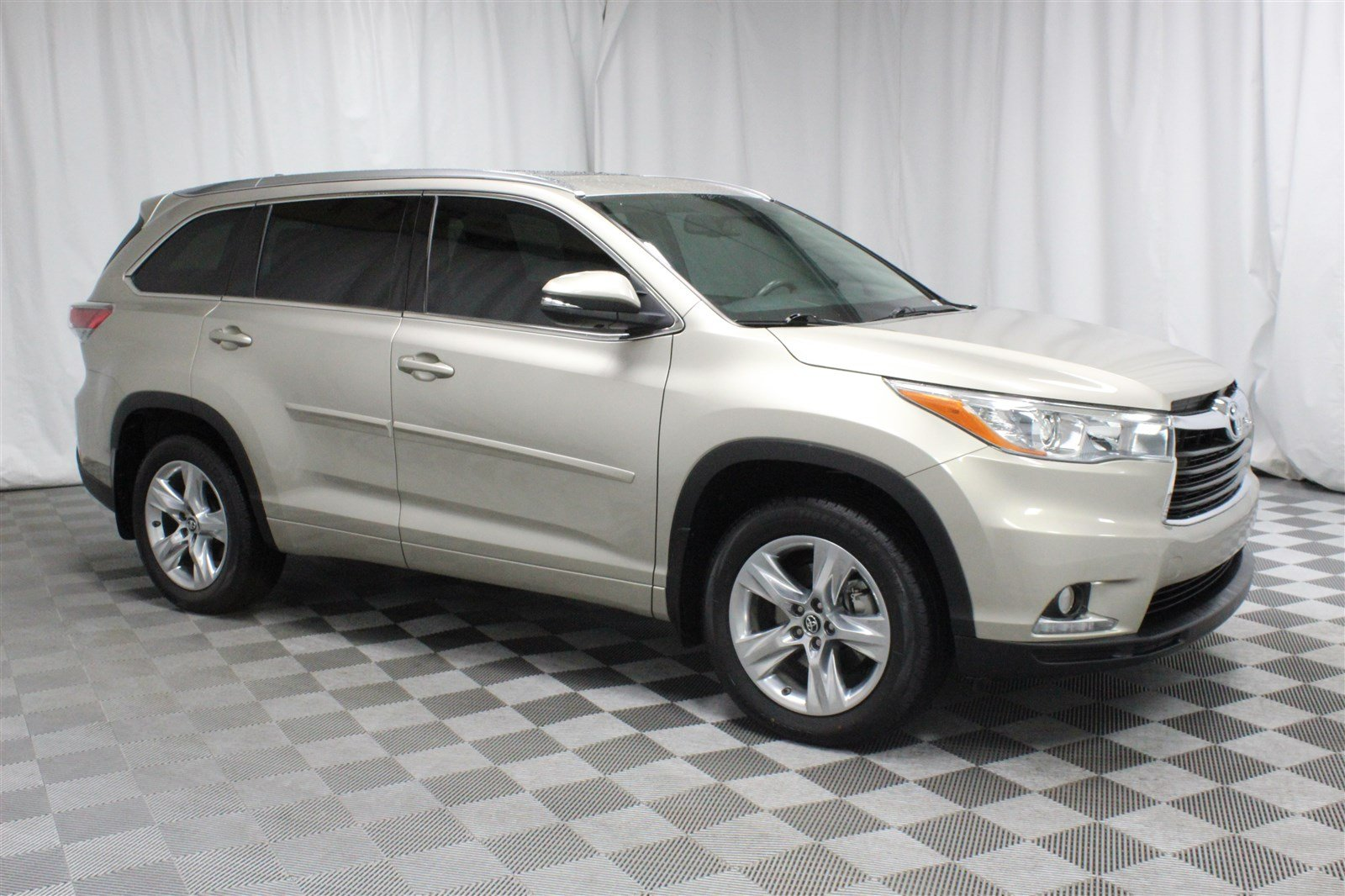 Pre-Owned 2016 Toyota Highlander Limited All-Wheel Drive